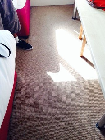 Ramada Milton Keynes: Floor not hoovered covered in stainf