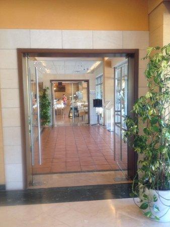 Hotel Mediterraneo Benidorm : Hacia el Comedor