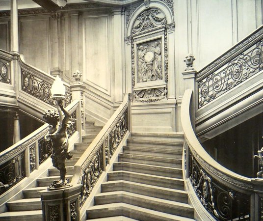 Maritime Museum of the Atlantic : Picture of the staircase of the Titanic (wood details of which are on display)
