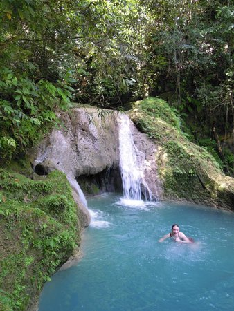 Tubagua Plantation Eco Lodge: Hike with guide to local waterfalls and swimming holes