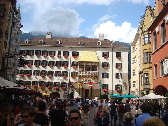 Hotel Mondschein: Hotel cercano al techo dorado