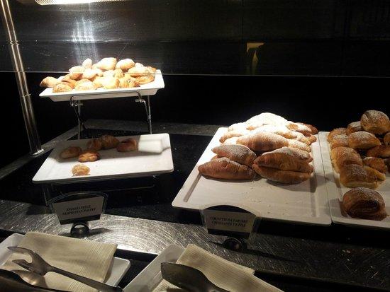 Holiday Inn Naples: SFOGLIATELLE MIGNON a colazione