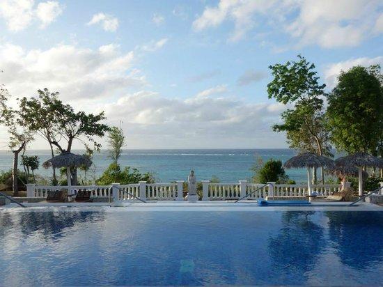 Paradisus Rio de Oro Resort & Spa: Three Tiered Pool at the Royal Service