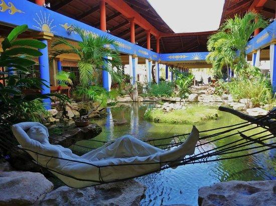 Paradisus Rio de Oro Resort & Spa: Main reception with a fish pond
