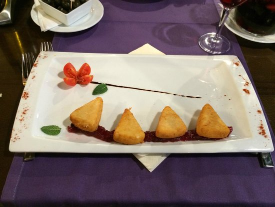 Divina Italia: Fried cheese with jam