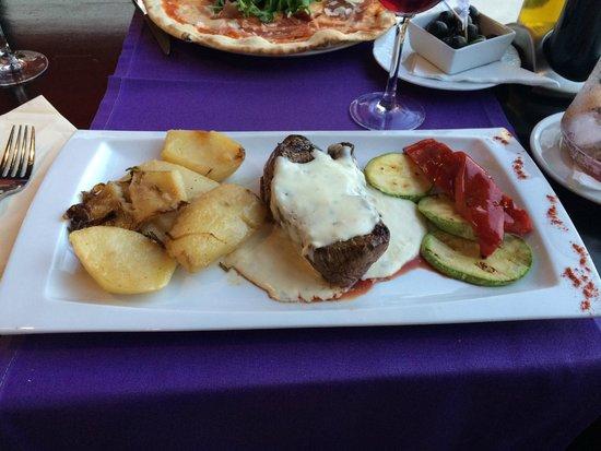 Divina Italia: Bleu steak with roquefort