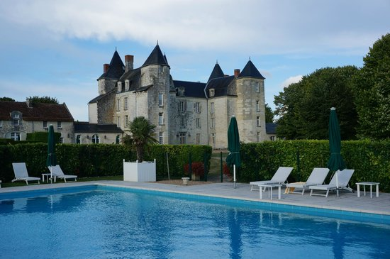 Chateau de Marcay: Back of the château from the swimming pool