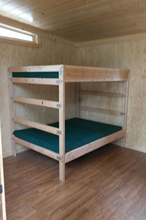 Headwaters Lodge & Cabins at Flagg Ranch : Camper Cabin Beds