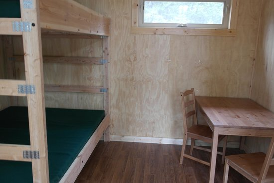 Headwaters Lodge & Cabins at Flagg Ranch: Camper Cabin Interior