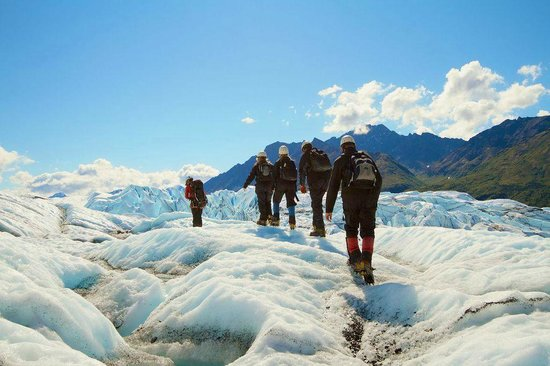 Mica Guides : Heading out to the glacier