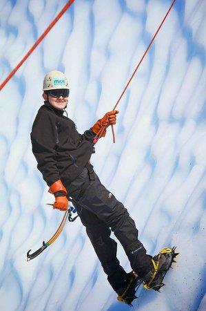 Mica Guides : repelling down the glacier