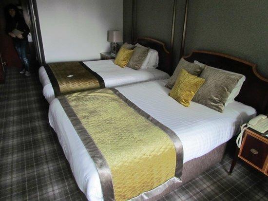Ramside Hall Hotel, Golf & Spa: Habitación comoda y limpia pero sin aire acondicionado