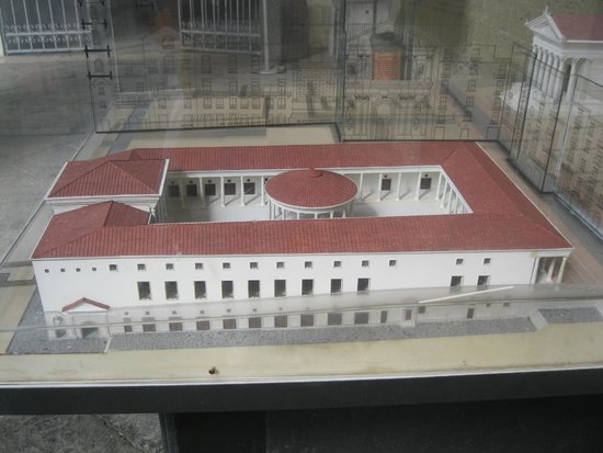 Complesso Monumentale San Lorenzo Maggiore - La Neapolis Sotterrata: Model of the Roman Market found under the church