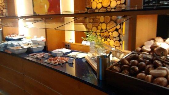 Crowne Plaza Heidelberg City Centre: Variedade no café da manhã
