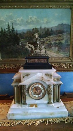 Belvedere Mansion : Clock in upstairs hallway