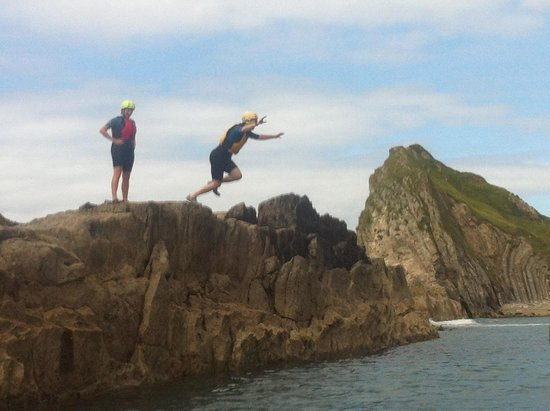 Jurassic Coast Activities: Jumping off the rocks in Man'o'War bay