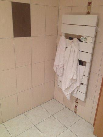 Hotel Cigoland: Salle de bain