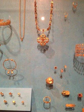 Dumbarton Oaks: Byzantine gold jewelry