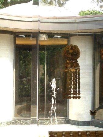 Dumbarton Oaks: Pre Columbian Room jewels in plexiglass case overlooks water feature