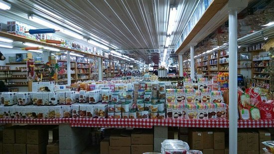 Minnesota's Largest Candy Store : Long view of the candy superstore