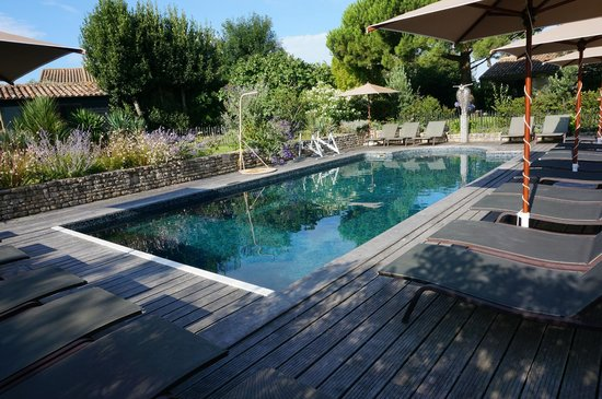 Le Clos Saint-Martin Hôtel & Spa : Second swimming pool (adults only)