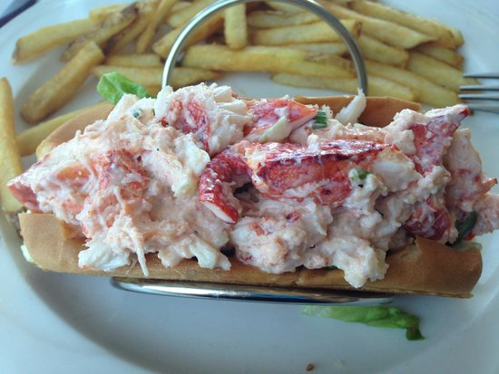 Dry Dock Waterfront Grill : Lobster roll!! So yummy