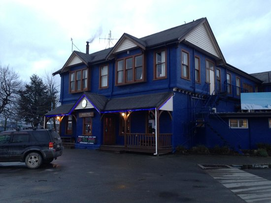 Blue Pub Methven: Inviting, especially when it cold or you've just returned from Mt Hutt