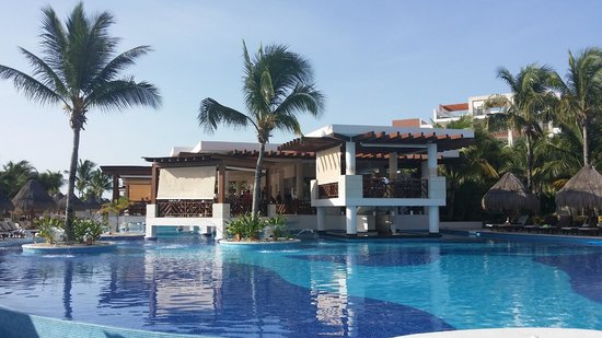 Excellence Playa Mujeres: The beautiful pool bar and restaurant