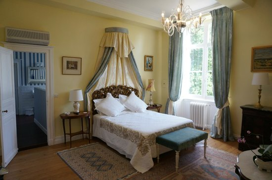 Chateau Lamothe du Prince Noir - Bordeaux : 'Chambre soleil' which is a deluxe room