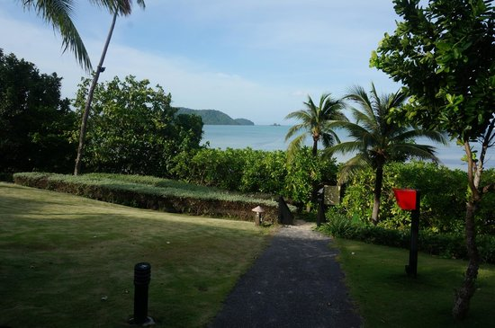 Pullman Phuket Panwa Beach Resort : View from front row villas