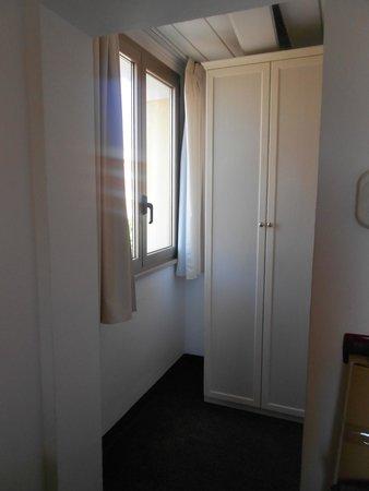 Park Hotel Serena: Entrata con finestra