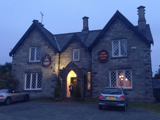 Clwydian Wigwams: The Leyland Arms - pub about a mile walk. Lovely steak.