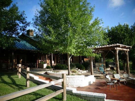 Bella Vista Bed and Breakfast on Lake Travis: Guest house patio