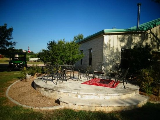 Bella Vista Bed and Breakfast on Lake Travis : Cowboy Cottage patio