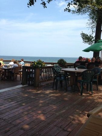 Lakefront Family Restaurant: Great view of Lake Erie