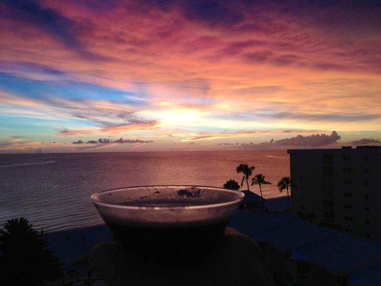 Edgewater Beach Hotel: Mesmerizing sunsets!!