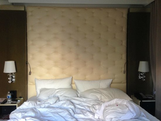 Carlton Hotel, Autograph Collection: Bed