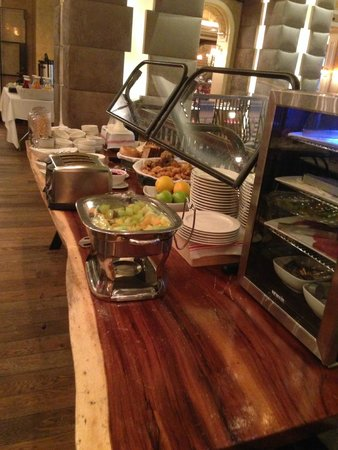 Carlton Hotel, Autograph Collection: Breakfast buffet