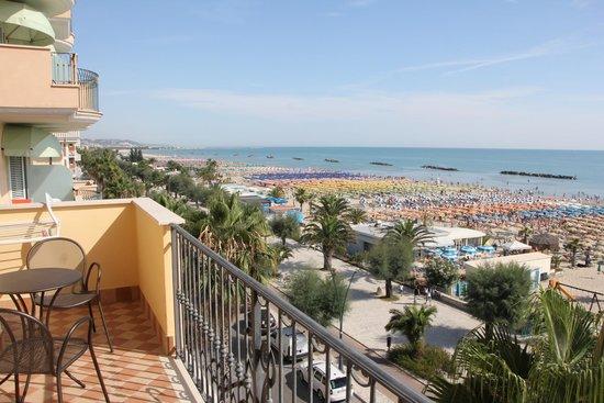 Hotel Bahia: View of beach