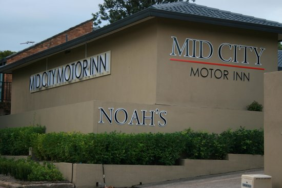 Noah's Mid City Motor Inn