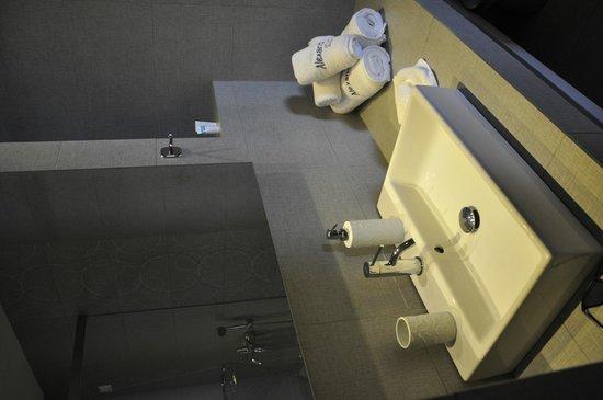 Alexandros Studio Apartments: renovated bathroom