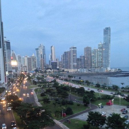 Le Meridien Panama: View from pool and lounge area