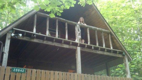 Getaway Cabins: Upper loft deck