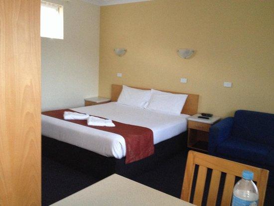 Park Beach Resort Motel: King Room