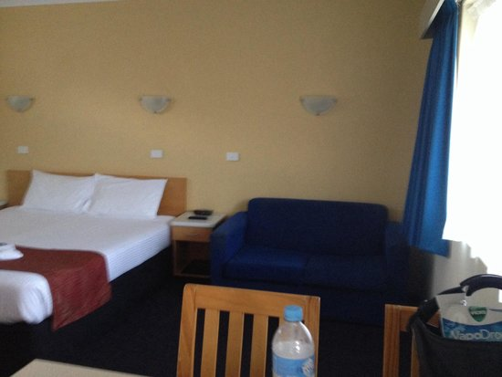 Park Beach Resort Motel: Lounge Dining Space