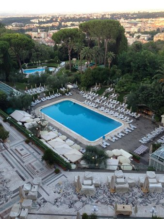 Rome Cavalieri, Waldorf Astoria Hotels & Resorts: View from the room of the pool area