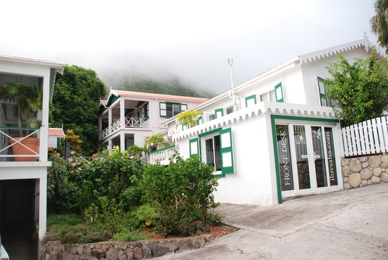 Juliana's Hotel : Receptie en tuin.