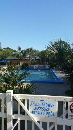 Navarre Beach Camping Resort: Pool area.