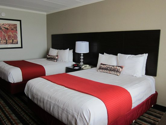 Best Western Plus Sandcastle Beachfront Hotel: nice beds