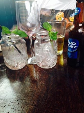Fat Tuna Grill & Oyster House : Berry mojito all gone,red wine all gone and bud light